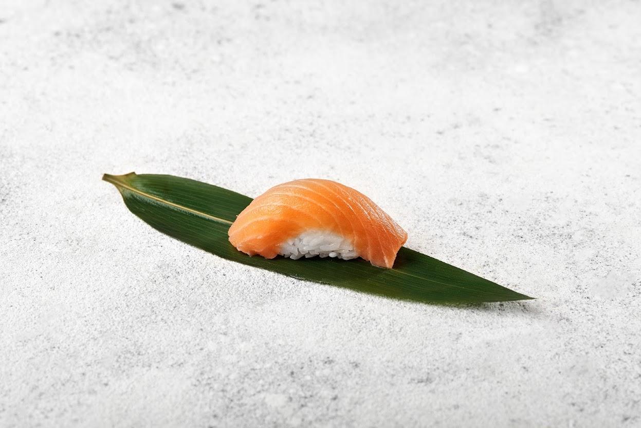 Image / Нігірі з копченим лососем